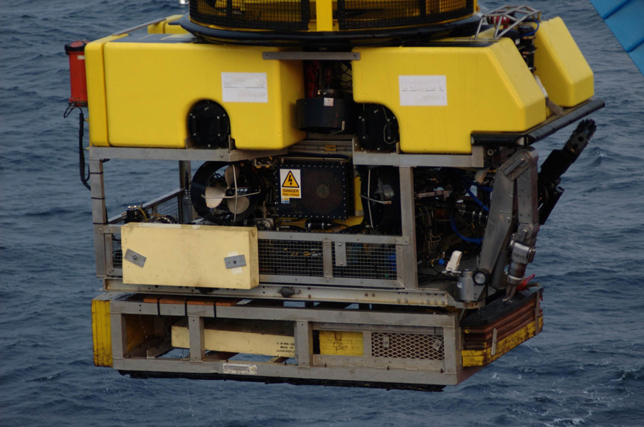 Connectors for underwater instrumentation