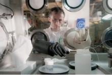 Glovebox boite à gants nuclear reprocessing laboratories